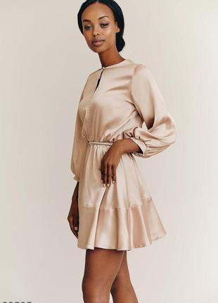 Бежевое нарядное платье мини атлас