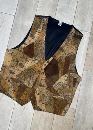 Коричневая замшевая жилетка,кожаный жилет,принт,батал,большой размер (3)