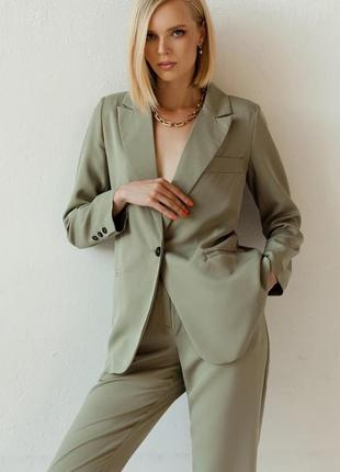 Классический брючный костюм цвета мята