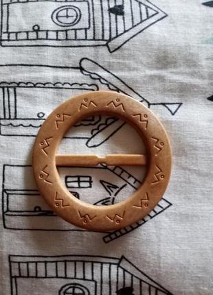 Деревянная декоративная пряжка для пояса с узором