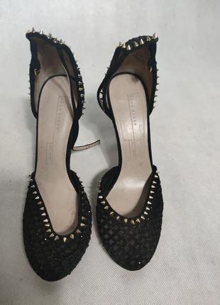 Преміальньність і люкс ідеально зібрані в цих туфлях ,