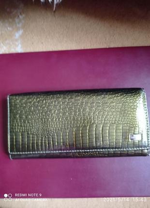 Симпатичный кожаный лаковый кошелек италия