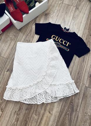 Очень красивая белая юбка на запах с прошвы