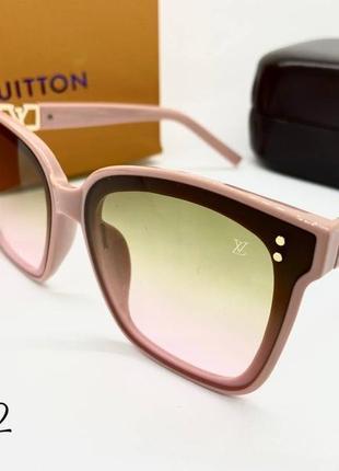 Женские солнцезащитные очки в розовой оправе с цветными линзами градиент2 фото