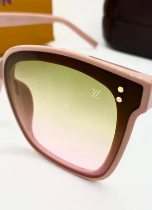 Женские солнцезащитные очки в розовой оправе с цветными линзами градиент
