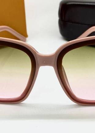 Женские солнцезащитные очки в розовой оправе с цветными линзами градиент9 фото