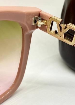Женские солнцезащитные очки в розовой оправе с цветными линзами градиент7 фото