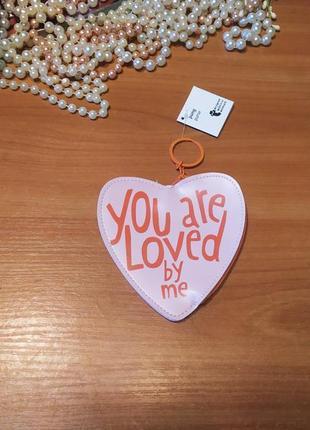 Класний ніжний пудровий  кошельок брелок ключниця новий сердечка етикетка