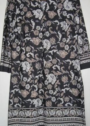 Короткое платье стрейч в красивый цветочный принт
