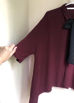 Бордовая вискозная блуза оверсайз с бантом прямого кроя блузка5 фото