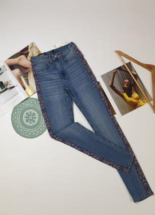 Джинсы синие с вышивкой h&m  super skinny divided