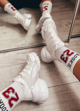 Белые женские кроссовки. стильные модные кроссы.