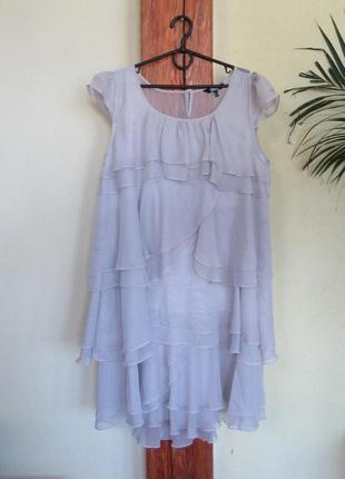 Легкое женское платье из многослойных воланов