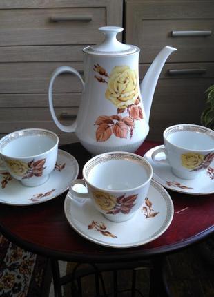 Набор из кофейника   и  трех чашечек с блюдцами  гдр