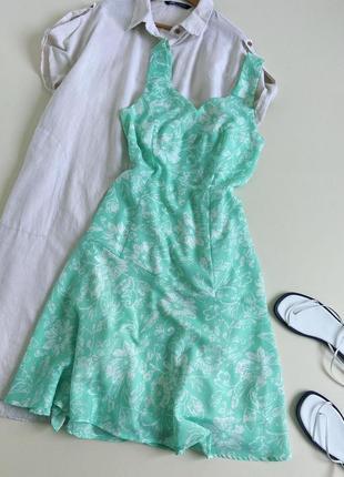 Красива сукня міді в приємному відтінку