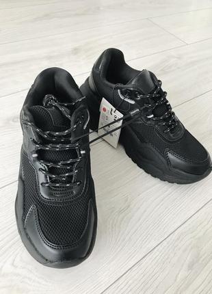 Чорні кросівки, черные кроссы, стильные кроссовки, фирменные кроссовки.