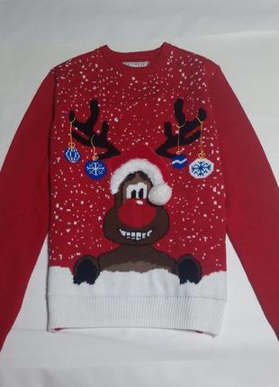 Яркий новогодний свитер с оленем
