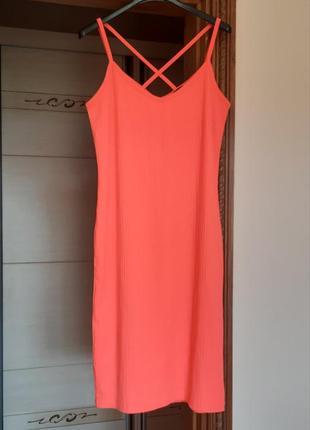 Яркое стильное платье миди