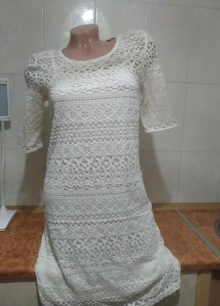 Эффектное ажурное платье с подкладом