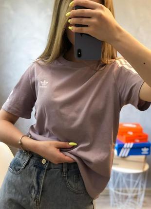 Новая! оригинальная футболка от адидас adidas розовая пудровая хлопковая с лампасами