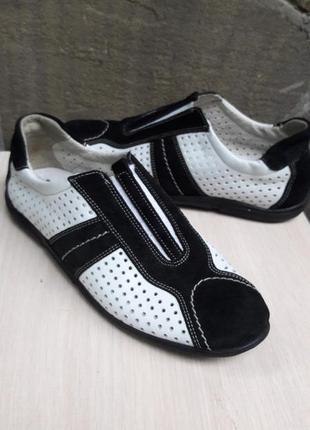 Кроссовки продам.много обуви!!