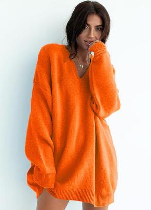 В'язана кофта светр з вирізом