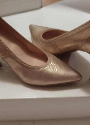 Золотые туфли от hispanitas