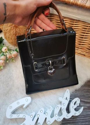 Крутая лаковая сумка в стиле винтаж
