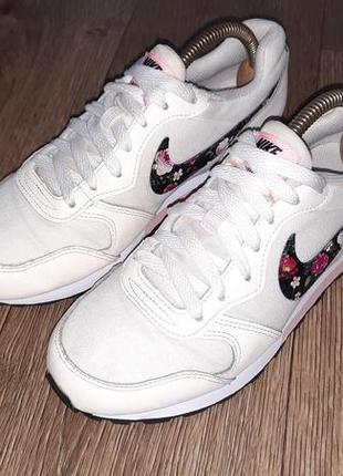 Крутейшие женские кроссовки nike original