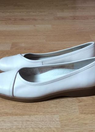 Кожаные туфли clarks 40 размера в состоянии новых