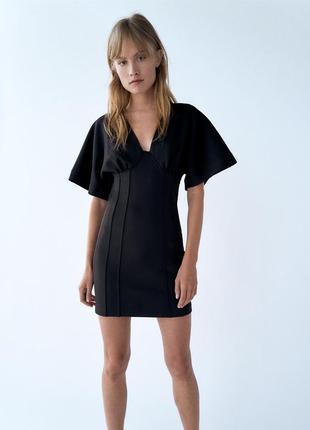 Платье мини черное облегающего кроя в обтяжку с вытачками и спущенным плечевым швом zara