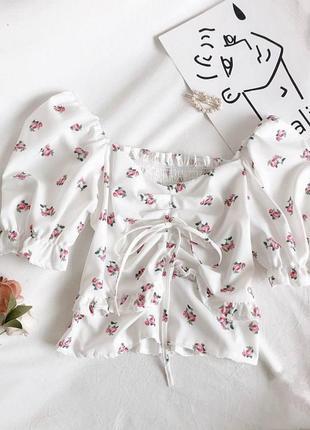 Кроп-блузка в мелкий цветочек