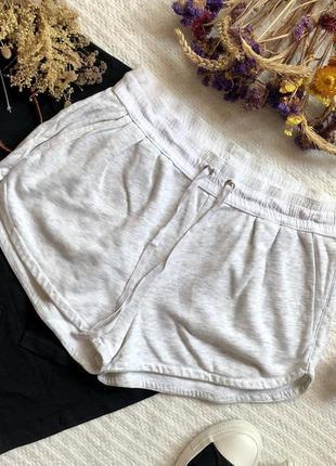 Хлопковые летние шорты в спротивном стиле светло-серого цвета