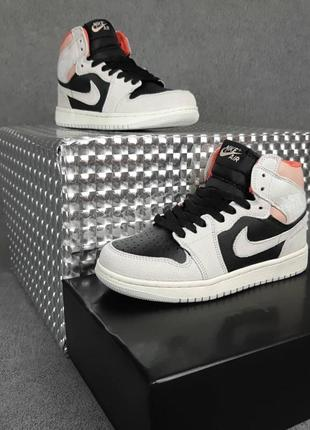 Женские кроссовки nike air jordan 1 retro серые с чёрным с пудрой3 фото