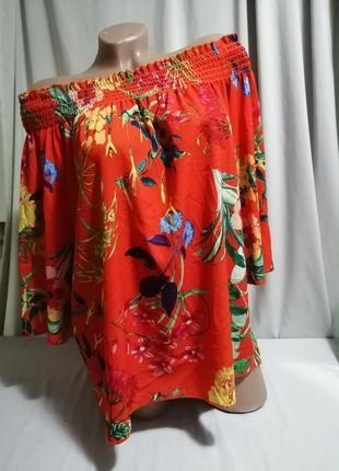 Красивая блуза в модный актуальный принт