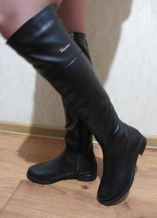 Высокие кожаные сапоги на маленьком каблуке.  демисезон.