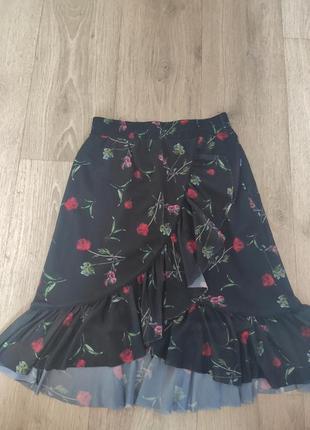 Рр с. красивая чëрная летняя юбка на запах с цветами розовами