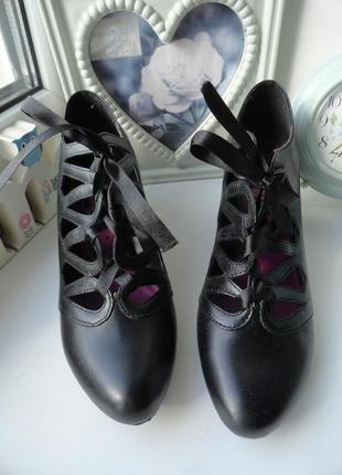 Элегантные кожаные туфельки