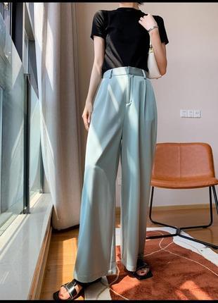 Атласные легкие широкие классические брюки палаццо с защипами