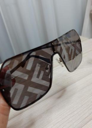 Стильные очки фенди голографик серый