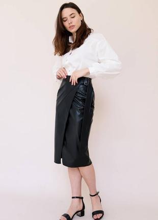 Чёрная кожаная юбка карандаш на запах