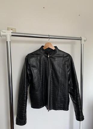 Кожаная куртка под крокодилью кожу. чёрная плотная кожаная куртка mad people italia