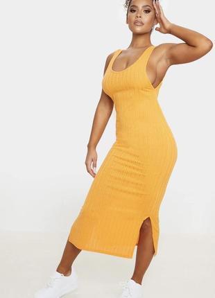 Платье в рубчик с разрезами