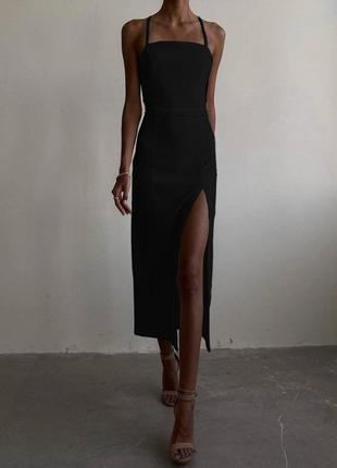 Элегантное платье миди с открытой спиной на тонких бретелях