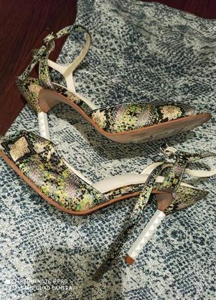 Фирменные оригинальные босоножки туфли