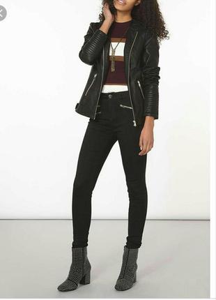 Чёрные джинсы скинни с завышенной  посадкой и замочками