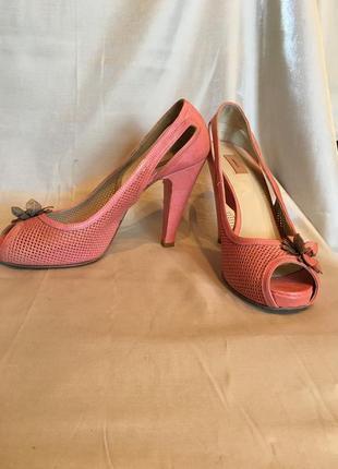 Премиум-бренд. розовые-коралловые  туфли с открытым носком, платформа,  высокий каблук, кожа1 фото