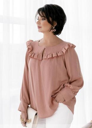 Нежная и женственная блузка украшена оборками 💕