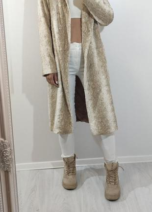Классное пальто бежевое короткий мягкий мех