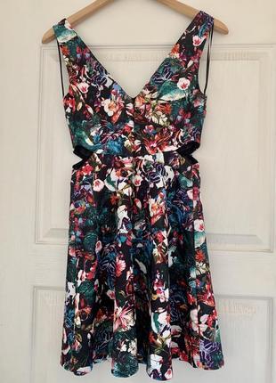 Оригинальное платье bershka с разрезами на талии м